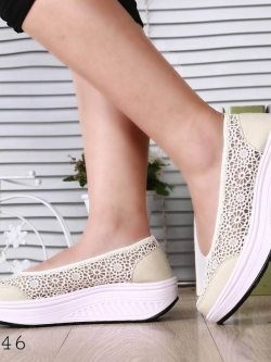 รองเท้าผ้าใบเสริมส้นสีครีม ผ้าลูกไม้ พื้นสุขภาพ (สีครีม )