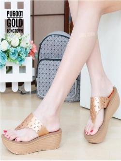 รองเท้าแตะผู้หญิง ใส่ลำลอง ทรงหูหนีบ พื้นสป็องนิ่มๆ สายคาดฉลุลาย (สีทอง )