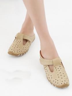 รองเท้าแตะเพื่อสุขภาพ เปิดส้น หนังเจาะลายดอกไม้ (สีครีม)