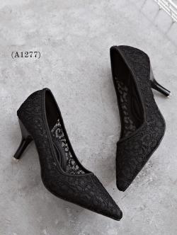 รองเท้าคัชชู STYLE VALENTINO (สีดำ)