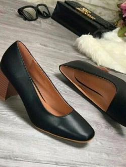 รองเท้าคัทชูส้นตันหัวตัดสีดำ พียูเรียบ ส้นไม้ (สีดำ )