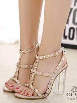 รองเท้าส้นสูงรัดส้นสีครีม แต่งหมุด สไตล์VALENTINO (สีครีม )