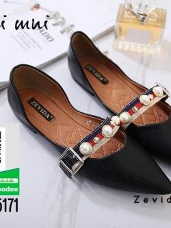รองเท้าคัทชูส้นแบนสีดำ หัวแหลม แต่งมุข (สีดำ )