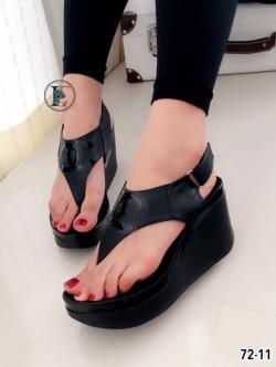 รองเท้าส้นเตารีดแบบรัดส้น (สีดำ )