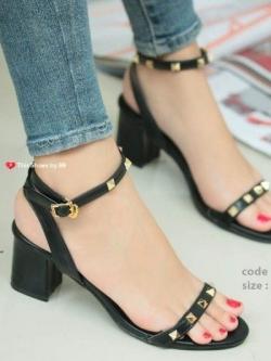 รองเท้าส้นตันรัดข้อสีดำ Rockstud Slingback Sandals (สีดำ )
