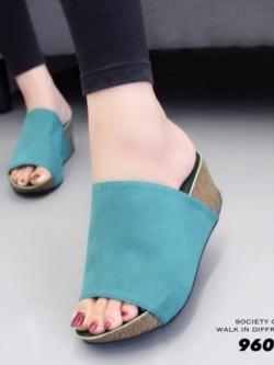 รองเท้าเตารีดเปิดส้นสีเขียว ทรงสวม หนังกลับ (สีเขียว )
