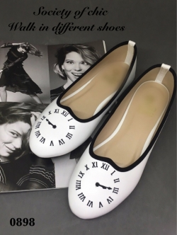 รองเท้าคัทชูส้นเตี้ย ปักนาฬิกา (สีขาว )