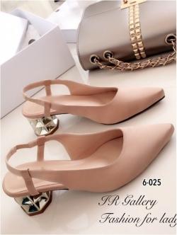 รองเท้าคัทชู หัวแหลม รัดส้น ส้นแปดเหลี่ยมสีทอง (สีครีม )