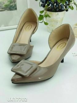 รองเท้าคัทชู เว้าข้าง ทำจากพียูแก้ว (สีแทน )