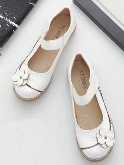 รองเท้าคัทชูเพื่อสุขภาพ หัวกลม แต่งดอกไม้ (สีขาว)