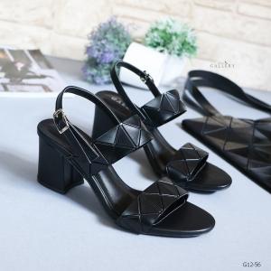 รองเท้าส้นตันรัดส้นสีดำ สายคาดสองระดับ หนังลายฮิต (สีดำ )