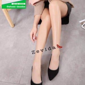 รองเท้าคัทชูส้นแบนสีดำ หัวแหลม หนังกลับ (สีดำ )