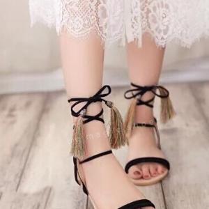 รองเท้าส้นเตี้ยสีดำ ทรงพันข้อ สินค้าชนชอปแต่พู่ไหมญี่ปุ่น พู่น่ารักๆสไสต์ โบฮีเมียม พันได้หลายสไตล์ พื้นนิ่ม ใส่ง่าย เข้ากับทุกชุด