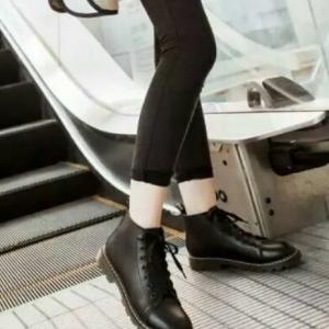 รองเท้าบูทสไตล์เท่ห์ แนววินเทจ (สีดำ)