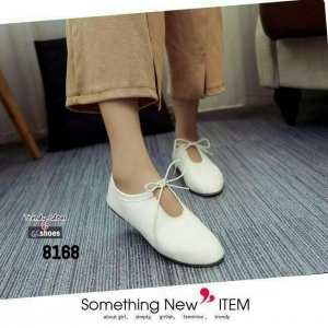 รองเท้าคัทชูส้นเตี้ยสีขาว ผูกเชือกเล็กๆ สไตล์ญี่ปุ่น (สีขาว )