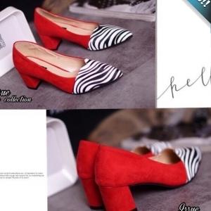 รองเท้าคัทชูผู้หญิงสีแดง ลายม้าลาย ส้นหนา หนังสักราจ ทรงทันสมัย แฟชั่นเกาหลี แฟชั่นพร้อมส่ง