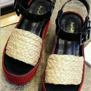 รองเท้าส้นเตารีดสีครีม งานนำเข้า แบรนCELONE-PARIS วัสดุหนังpu เกรดดีนิ่ม สายแบบเข็มขัดปรับระดับได้