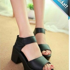 รองเท้าส้นสูงผู้หญิงสีดำ ทำจากหนังPUนิ่ม หน้าสวมเรียบๆ ทรงสวย เก็บหน้าเท้าได้ดี พื้นอย่างดี นิ่มเบาเท้า ใส่สบาย