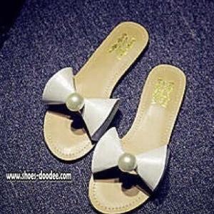 รองเท้าแตะสีขาว ปักอะไหล่มุก หน้าคาดด้วยหนังpu ทรงกรวย เกร๋มากๆใส่ชิวๆแบบคุณหนูไฮโซ