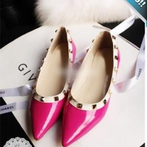 รองเท้าคัทชูส้นเตี้ยสีชมพู หัวแหลม ประดับหมุด ทรงวาเลนติโน แนววินเทจ แฟชั่นเกาหลี แฟชั่นพร้อมส่ง