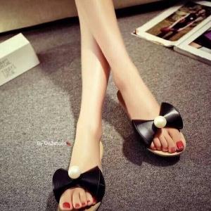 รองเท้าแตะสีดำ ปักอะไหล่มุก หน้าคาดด้วยหนังpu ทรงกรวย เกร๋มากๆใส่ชิวๆแบบคุณหนูไฮโซ