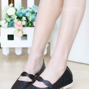 รองเท้าคัทชูส้นแบน หัวแหลม หนังบุนวม สไตล์น่ารัก (สีดำ )