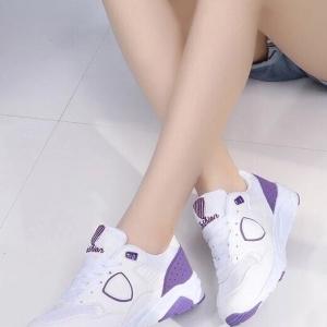 รองเท้าผ้าใบสีม่วง หนานุ่ม pastel shoes สีสันหวานๆ งานดีไซน์ จาก Korea ตัวนี้กำลังนิยมมากๆ กลุ่มวัยรุ่นเกาหลี เป็นผ้าใบสีสัน พาสเทสหวานๆ ใส่นุ่มเท้าจะแมทกับขาสั้นขายาว ได้หมด ลงตัวทุกสไตส์ค่ะ