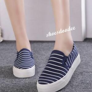 รองเท้าผ้าใบสีน้ำเงิน รองเท้าผ้าใบไร้เชือก วัสดุทำจากผ้าที่มีความนุ่มลายทาง เสริมพื้น1นิ้ว