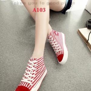 รองเท้าผ้าใบหุ้มข้อ ผ้าแคนวาสพิมพ์ลายริ้ว หัวแต่งผ้าสักหลาด (สีแดง )