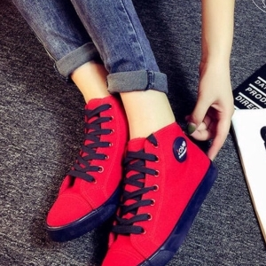 รองเท้าผ้าใบสีแดง สุดชิค ทรงสวย แบบเรียบๆ ใส่ได้เรื่อยๆ ใส่นิ้มเดินสบาย