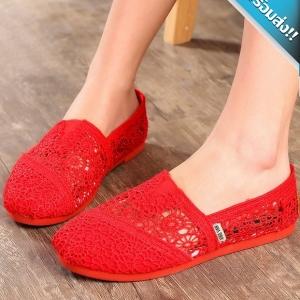 รองเท้าผ้าใบผู้หญิงสีแดง ผ้าลูกไม้ ทรงTOM แบบสวม ระบายอากาศได้ดี สวมใส่สบายเท้า แฟชั่นเกาหลี แฟชั่นพร้อมส่ง