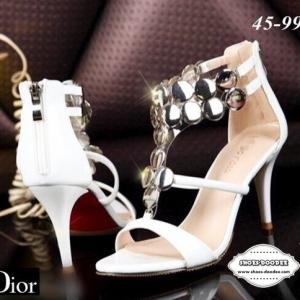 รองเท้าส้นสูงสีขาว ดีไซส์หรูหราDior ทำจากหนังปรอทสีเมทาลิค แต่งวัสดุทรงอะไหล่ทรงกลมเงางาม ส้นสูง4นิ้ว