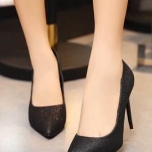 """รองเท้าส้นสูงสีดำ งานคุณภาพไฮเอนด์ที่สาวๆต่างฝันหา วัสดุ pu เนื้อผสมกากเพชรเนียนละเอียดระยิบระยับ ส้นทรงเรียวเล็กสูง 4""""มาพร้อมส้นสแปร์ให้อีก 1คู่ (**ไม่ต้องสั่ง +ไซส์เพิ่ม , งานตัดเผื่อมาแล้วประมาณครึ่งไซส์ค่ะ**)"""