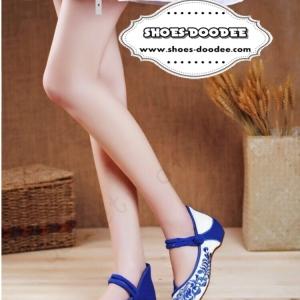 รองเท้าคัทชูสีน้ำเงิน ปักงานนำเข้า วัสดุทำจากผ้าเเคนวาส สีเบจ ปักลายดอกด้านหน้าและด้านหลัง