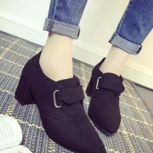 รองเท้าบูทสีดำ มินิบูท ส้นตัน ผ้าแคนวาสหนา หัวแหลม สวมใส่ง่ายด้วยแถบเมจิก ส้นสูง2.5นิ้ว