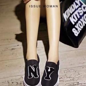 รองเท้าผ้าใบผู้หญิงสีดำ NY พื้นหนา แบบสวม สวมใส่สบาย ทรงทันสมัย แฟชั่นเกาหลี แฟชั่นพร้อมส่ง