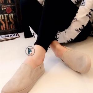 รองเท้าผ้าใบ แบบสวม หนังกลับ รุ่นขายดี (สีครีม )