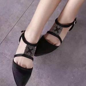รองเท้าคัทชูสีดำ หัวแหลม ผ้าซาตินอย่างดี งานเกรดเอ สินค้าคัดคุณภาพ ความสูง1CM มาพร้อมส้นทองสวยมากๆ