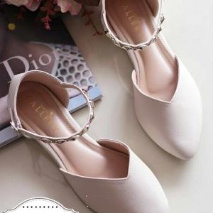รองเท้าคัทชีครีม ส้นแบนสูง1cm. ทรงหัวแหลมปิดหัว เว้าข้าง แบบน่ารักเก๋ๆซับผ้าขนด้านใน เวลาสวมใส่นุ่มมากๆ