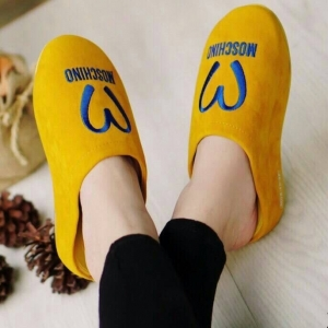 รองเท้าแตะเพื่อสุขภาพสีเหลือง ใส่ได้ทั้งในบ้านและนอกบ้าน
