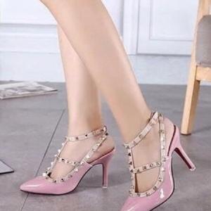 รองเท้าส้นสูงสีชมพู ส้นเข้มValentino งานดี เกรดงานตัวแพง แบบเกร๋สายรัดข้อ2สาย แต่งด้วยมุดโลหะ สูง3.5นิ้ว ไม่สูงมากเดินสะดวก