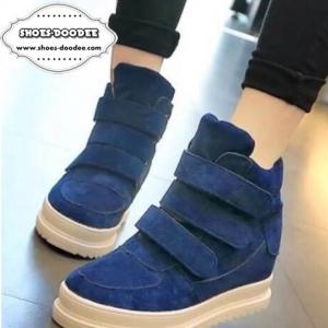 รองเท้าผ้าใบสีน้ำเงิน วัสดุทำจากผ้าสักหราจ พื้นหนาสูง1นิ้ว แบบสวยเหมือนรูป สวมใส่ง่ายด้วยเมจิกเทป