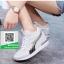 รองเท้าผ้าใบผู้หญิงสีขาว ลำลอง ทรงสปอร์ต (สีขาว ) thumbnail 2