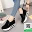 รองเท้าผ้าใบเสริมส้นสีเทา แนวสปอร์ต (สีดำ )