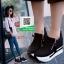 รองเท้าผ้าใบเสริมส้นสีดำ ทรงมัฟฟิน ดีไซน์เท่ๆ (สีดำ ) thumbnail 4