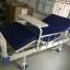 เตียงผู้ป่วย 2 ไกร์ มือหมุน แบบ ABS + เบาะที่นอน 4 ตอน + เสาน้ำเกลือ + ถาดวางอาหาร รหัส MEA03 thumbnail 3