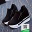 รองเท้าผ้าใบเสริมส้นสีดำ ทรงมัฟฟิน ดีไซน์เท่ๆ (สีดำ ) thumbnail 1