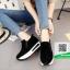 รองเท้าผ้าใบเสริมส้นสีดำ แนวสปอร์ต (สีดำ ) thumbnail 2