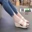 รองเท้าส้นเตารีดแบบสวม2ตอน 8052-ครีม [สีครีม] thumbnail 1