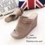 รองเท้าส้นเตารีด กำมะหยี่ หน้าเข็มขัด LK605-ครีม [สีครีม] thumbnail 3